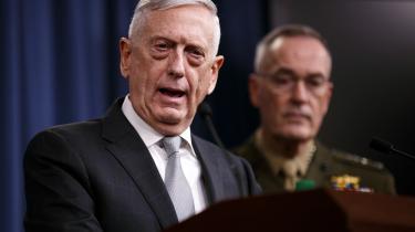 Den amerikanske forsvarsministerJim Mattis til pressekonference i Pentagon fredag aften angående missilangrebet mod Syrien.