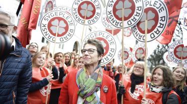 Demonstration uden for forligsinstitutionen i København tidligere i dag. Tilliden mellem lønmodtagere og arbejdsgivere blev uigenkaldeligt brudt under lærerlockouten, mener forsker