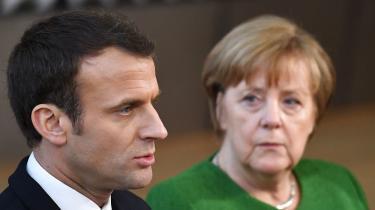 Torsdag er Macron på besøg ved Merkel i Berlin i et forsøg på at give euroreformerne fart. Men Merkels magt er stækket i en splittet tysk regering, hvor både CDU, CSU og finansminister Olaf Scholz fra SPD træder på den europæiske bremse