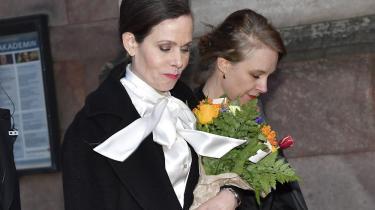Fra den ene dag til den anden blev Sara Danius' sløjfebluse et feministisk ikon. Sara Danius var indtil for nyligleder af Det Svenske Akademi, der hvert år uddeler Nobelprisen i litteratur.