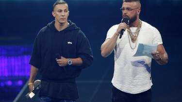 De kontroversielle rappere Farid Bang og Kollegah modtog for nyligt Echo-priser. Det fik flere tyske musikere til at levere deres Echo-priser tilbage i protest.
