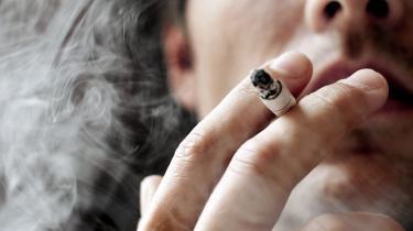 »En prisstigning til mere end det dobbelte er muligvis en effektiv måde at bekæmpe tobakken på, men den er ikke socialt retfærdig.« skriverRasmus Bo Sørensen.
