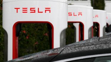 »Tesla'en vil lang tid endnu være et nicheprodukt på linje med kaviar, og de små elbiler et storbyfænomen som cortado.« skriver Theresa Scavenius.