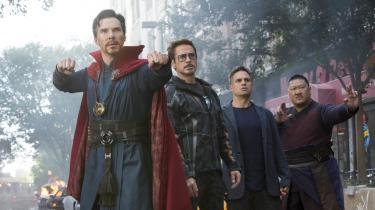 Psykiske problemer, mandekrise, fader- og folkemord. Den lange superheltefilm 'Avengers: Infinity War' når aldrig at kede. Fordi den er så flot, men også fordi folks personlige problemer får lov at brede sig på det store lærred. Og så er skurken en kompliceret og moralsk anlagt gut