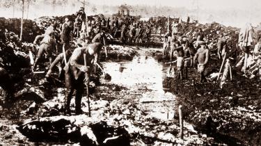 Kanalen, der gennem søerne og floderne i Karelen forbinder Hvidehavet og Østersøen, blev gravet af fanger i begyndelsen af 1930'erne. Det anslås at mellem 12.000 og 240.000 af dem mistede livet.