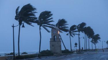 Ifølge professor og klimaforsker Kevin Anderson gør vi slet ikke nok for at modvirke klimaforandringerne, og selv et land som Danmark, der regnes for et foregangsland, gør i virkeligheden forsvindende lidt. Her er det orkanen Irma, der rammer Miami sidste efterår.