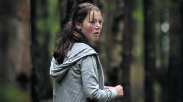 Utøya 22. juli' er en markant tænkt og markant udført hybrid af fiktion og dokumentar, som på værdigvis vælger at placere sit fokuspå ofrene, skriver Informations anmelder.