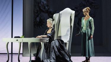 'Spar dame' er en ny helaftensballet med alt, hvad der skal til af begær og bedrag. Med Ida Praetorius som Den Kongelige Ballets lysende følelsesdanser
