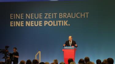 På tværs af den tyske presse og de tyske partier er der overvejende enighed om, at finansminister Olaf Scholz i overraskende høj grad fortsætter sin forgænger Wolfgang Schäubles økonomiske sparelinje.