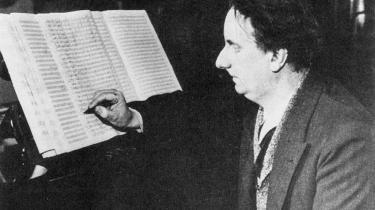 Med klaverværket 'Insektarium' foregreb Rued Langgaard i 1917 den modernistiske avantgarde med mindst 50 år. Desværre var der ingen, som opdagede sensationen. Værket blev nemlig først opført efter hans død, og geniet Langgaard endte som en sær og bitter mand – isoleret fra dansk musikliv og frarøvet den anerkendelse, han hele sit liv havde higet efter