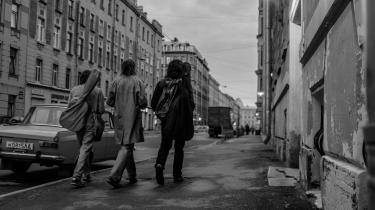 Den russiske filminstruktør KirillSerebrennikovs konkurrencefilm, 'Leto', handler om venskab, kærlighed og rockmusik i 1980'ernes Leningrad.