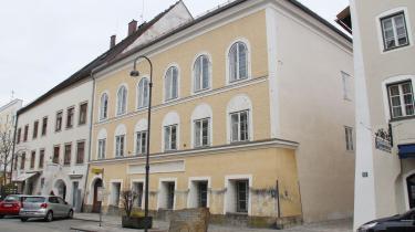 Ikke ét ord om, hvem der boede i dette hus som barn. Hitler er i sin fødeby en ikkeperson.