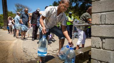 Tidligere på året stod folk i kø for at hente vand fra Newlands Spring i den tørkeramte storby Cape Town