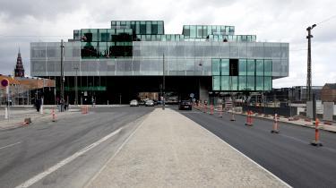 Den nye BLOX-bygning på Københavns havnefront deler vandene – ikke blot æstetisk, en også i forhold til, hvorvidt den opfylder sit demokratiske potentiale.