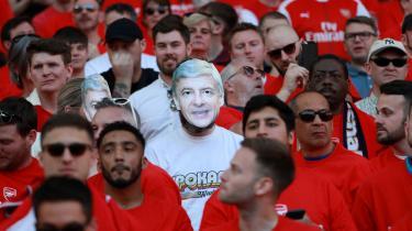 Arsène Wenger ankom til den engelske fodboldscene på et tidspunkt, hvor Manchester United var altdominerende. Absolut ingen regnede med, at en ukendt franskmand fra Japan kunne genrejse en af engelsk fodbolds sovende kæmper. Men det gjorde han.
