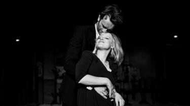 De elskende i Pawel Pawlikowskis smukke, prunkløst fortalte 'Cold War'.