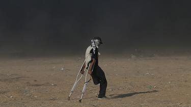 Tirsdag blev nærmere en dag for begravelser end for protester i Gaza. Men de palæstinensiske unge ser ikke mange andre muligheder for en bedre fremtid end at blive ved med at marchere mod grænsehegnet