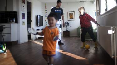Niels Thomsen bor med sin kæreste Pilu og deres tre sønner i Ilulissat ud til Diskobugten på den grønlandske vestkyst. Billedet her er taget, da Information besøgte ham i 2013.