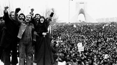 Det spirende oprør i Iran i 1978, som ledte til revolutionen i i 1979, foregik uden politiske partier eller organisationers medvirken og var heller ikke baseret på en vestlig ideologi. Det var det, der vakte Michel Foucaults interesse for oprøret. Hvad var det for en politisk spirtualitet? spørger han.