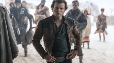 Unge idealistiskeHan Solo udvikler sig til at blive den lidt mere anløbne gavtyv, vi kender og elsker, i løbet af den nye Star Wars-film, 'Solo: A Star Wars Story'.