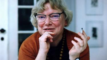 Det væltede ud med digte, notater og udkast til romaner fra Inger Christensens arkiv. Det er blevet til 'Verden ønsker at se sig selv', en bog på 955 sider.