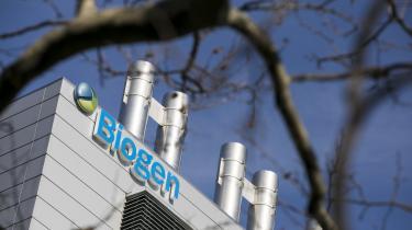 På grund af patentsystemet har medicinalfirmaet Biogen reelt monopol påSMA-kuren, og det har derfor prissat, som det vil. Ikke efter hvad produktet koster i udvikling og produktion, men efter hvor desperate og købestærke, det mener sundhedsvæsenet og patienterne er.