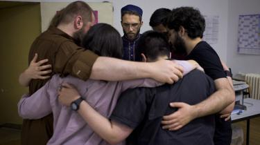 Ludovic-Mohammed Zahed sammen med instituttets studerende. Han er selv 41, erklæret homoseksuel, født i Algeriet og opvokset i Frankrig. Han har i en årræke arbejdet med at etablere en liberal imamuddannelse.