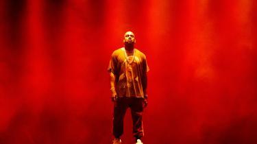 Kanye West har forklaret, at han ikke har lyst til at blive den næste John Lennon eller Tupac Shakur, men at han er villig til at blive det.
