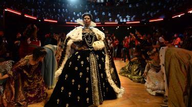I den nye HBO-serie 'Pose' dyster dragqueens og transeksuelle til baller i New Yorks undergrund.