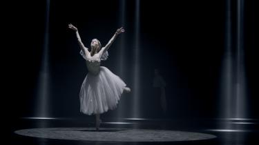 I Signe Roderiks film 'The Art of Silence' danser Susanne Grinder sorgfuldt Sylfiden.
