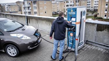 Fremadrettet skal vi forestille os en model, hvor bilen selvfølgelig er elektrificeret, men samtidig i langt højere grad ejes gennem fordelagtige delebilsordninger, som måske samtidig giver adgang eller ejerskab til en el-cykel. Det vil give borgerne større mulighed for at bevæge sig nemt, billigt og grønt – uden at de skal få kvaler over, hvordan de skal klare sig uden en bil.