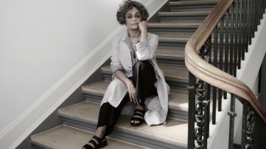 »Et politisk essay er et argument, et udtryk for vrede eller for uenighed,« siger Arundhati Roy. »Fiktion derimod er en invitation til dem, du elsker, om at de skal vandre ind i din verden.«