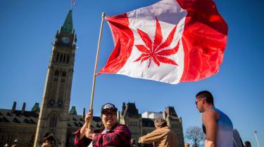 Den årlige marijuanadag fejres foran det canadiske parlament i Ottawa. Fotoet her er fra april 2016.