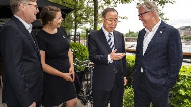 Ban Ki-moon er i København for at diskutere muligheden for et kommende FN-museum i hovedstaden. ifølge Ban Ki-moonvil Danmark være et oplagt sted at placere projektet, fordi, Danmark er et af de få lande, »som virkelig er blevet ved med at overholde deres forpligtigelser hele vejen igennem.«Forhåbentlig kan det motivere regeringen tilat kæmpe for en bedre verden, skriverUlrik Dahlin.