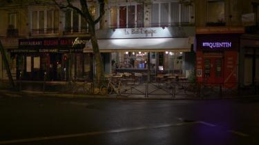 Med Netflix' rørende franske dokumentar '13. november' understreger streamingtjenesten sin ambition om at ville levere verdens bedste dokumentarserier. Den handler om angrebene i Paris i november 2015, men først og sidst om kærlighed. Og selv om den er ubærlig at se på, er den umulig at vende sig væk fra