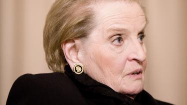Madame Secretary of State er mere end almindeligt velskrivende med en indsigt i historien, der personligt rækker bagud i det selvoplevede under og efter Anden Verdenskrig på flugt for både hvid og rød fascisme.