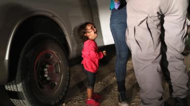 Stemmerne af de forældreløse børn fra Mellemamerika blev optaget i al hemmelighed i sidste uge af en anonym person.Lydbåndet, der blev offentliggjort af ProPublica mandag eftermiddag, har vakte bestyrtelse i USA. Alle tv-stationer bragte uddrag fra lydbåndet i deres nyhedsudsendelser.Præsident Donald Trump havde i går endnu ikke kommenteret afsløringen.