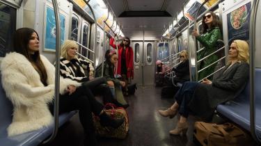 I Oceans 8 medvirker bl.a.Anne Hathaway, Cate Blanchett, Dakota Fanning, Katie Holmes, Olivia Munn,Rihanna ogSandra Bullock.