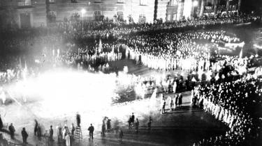 Fra nazisternes bogafbrændinger til undertrykkelse i Sovjetunionen. Historien om Europas offentlige pladser og torve viser risikoen ved at forblive tavs