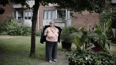 Formanden for den lokale beboerforening i Finsensparken, Elin Lind, frygter, at de fattigste på Frederiksberg vil få huslejestigning, der i sidste ende kan tvinge dem til at flytte, hvis kommunens planer om salg af boligerne gennemføres.