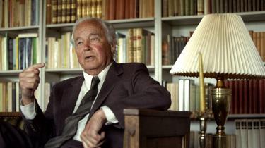 Jørgen Stormgaards nye bog Blixen og Bjørnvig. Pagten, venskabet og bruddet beskriver forfatteren Thorkild Bjørnvig (1918-2004) som en nølende mand.