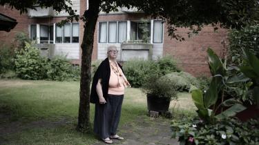 »Der er 700 lejligheder, og hvis vi tæller børnene med, så er det flere end 1.000 mennesker, der nu har fået et liv med angst og uro. Alle kan risikere at gå på røven og være nødt til at sige ja til en billig lejlighed,« lød det fra beboerformand Elin Lind, da der onsdag eftermiddag var borgermøde om Frederiksbergs Kommune planlagte salg af bygninger med lejeboliger.