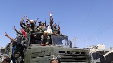 Oprørsstyrkerne forsøger at forhandle med Assad-støtten Rusland, mens den oprørskontrollerede enklave i den sydlige del af Daraa-provinsen hurtigt skrumper ind på grund af luftangreb og angreb på jorden. Oprørerne siger, at de tilbudte betingelser er »svære at acceptere«.