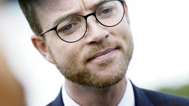 Tidligere miljø- og fødevareminister Esben Lunde Larsen (V) udleveredeikke et centralt notat fra Miljøstyrelsen til Folketingets partier under forhandlingerne om pesticidstrategien. Det kunne Radio24syv oplyse mandag.
