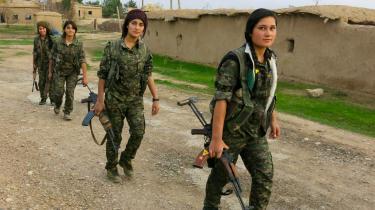 Kvinder i uniform er for mange i Kurdistan blevet symbolet på et styre, der vil et andet samfund.