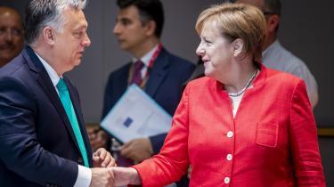 ViktorOrbán forsøgte at gøre sin egen modstand mod Berlin og Bruxelles til en konflikt i Den Europæiske Union. Han formulerer sin holdning radikalt, men hans position er mere og mere udbredt i Europa, mens Merkels position er mere og mere marginaliseret.