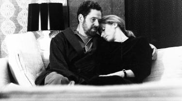Bergman stoler på, at dramaet findes i hans personer, hvorfor det ikke er nødvendigt at tilføre ydre drama, fortæller filminstruktør Pernille Fischer Christensen. Det er spændende nok bare at se på Liv Ullmanns Marianne, der fortæller, mens Erland Josephsons Johan lytter.