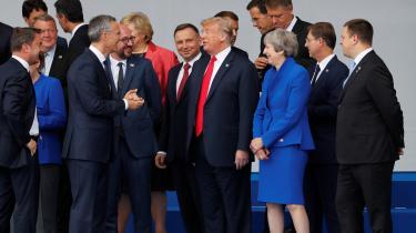 NATO-landene må ikke falde i den irrationelle toprocentslogik uden at spørge til formålet med oprustningen, mener tysk freds- og sikkerhedsforsker. I stedet bør Europa udnytte Ruslands svaghed til at komme ud af oprustningsspiralen og tæmme Putins hybride krigsførelse