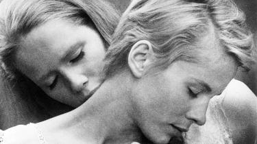 Persona fra 1966 handler om en skuespillerinde (Liv Ullmann), der en dag får et sammenbrud og mister mælet, og den unge sygeplejerske (Bibi Andersson), som får til opgave at passe hende. Det meste af filmen foregår i et sommerhus, hvor de to kvinder taler sammen – blandt andet er der en otte minutter lang scene, hvor sygeplejersken fortæller om en seksuel oplevelse, hun og en veninde havde på en strand med et par unge drenge.
