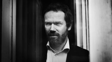 Egentlig ville Lars Pehrson have været fløjtenist i et symfoniorkester. Men da der ikke var nogen ledige job, blev det han hans interesse for naturen, der afgjorde hans karriere. Først som ekspedient i en biodynamisk butik, siden som bankdirektør.
